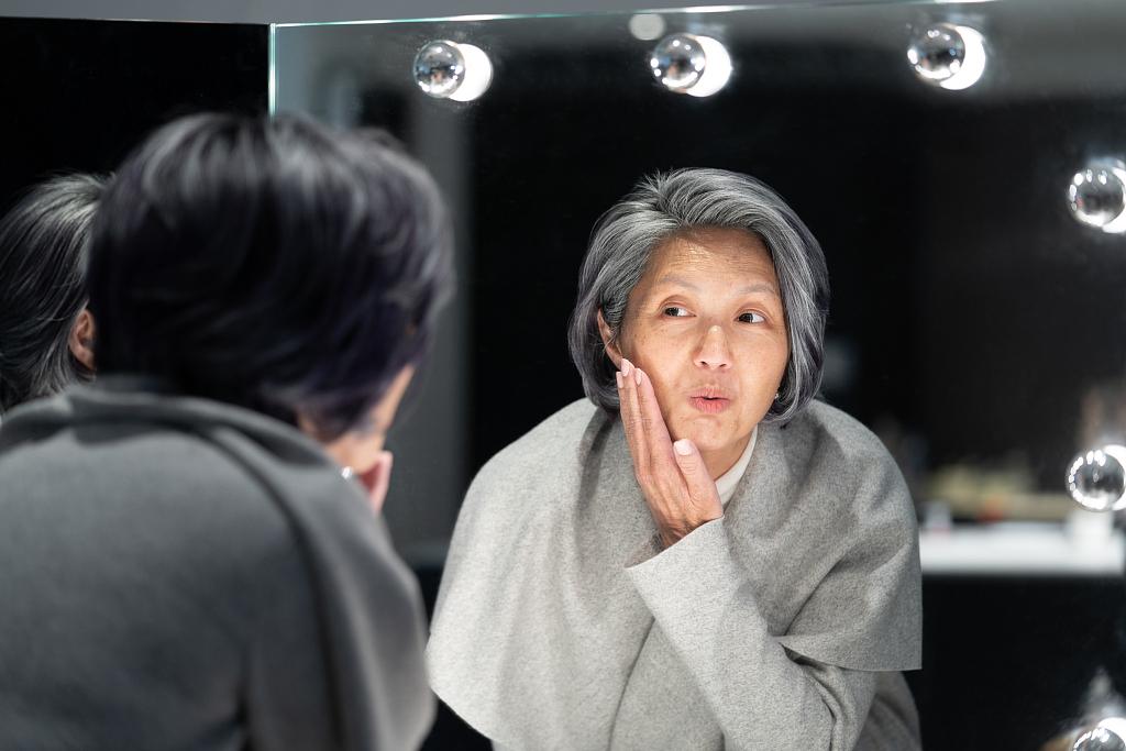 """杨千嬅的""""老年妆""""亮了 原来这才是特效妆中的巅峰"""